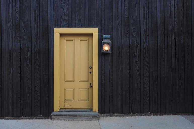door-1106012_1920.jpg